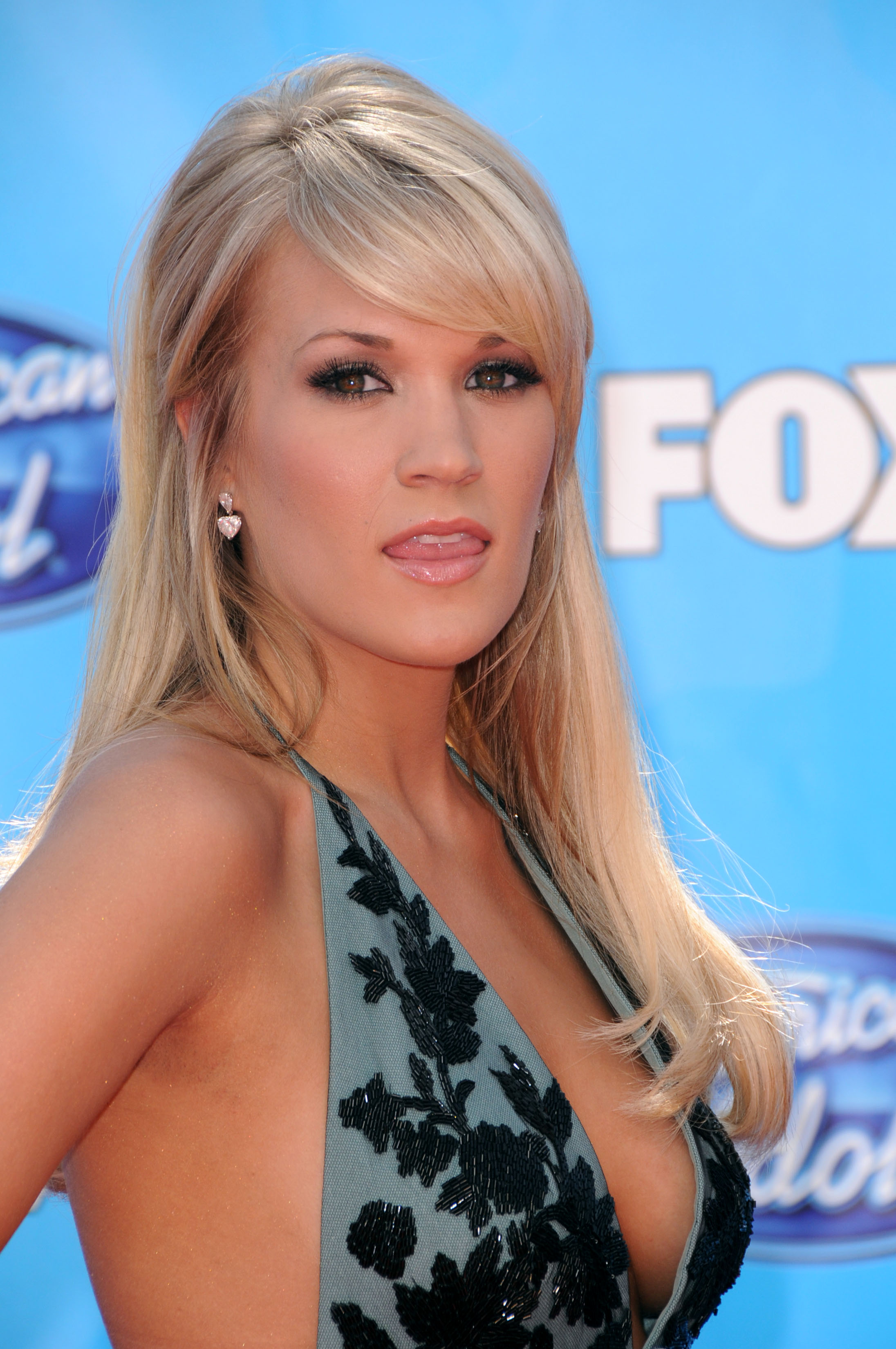 http://pictures.platinum-celebs.com/carrie-underwood-nude-photo.jpg