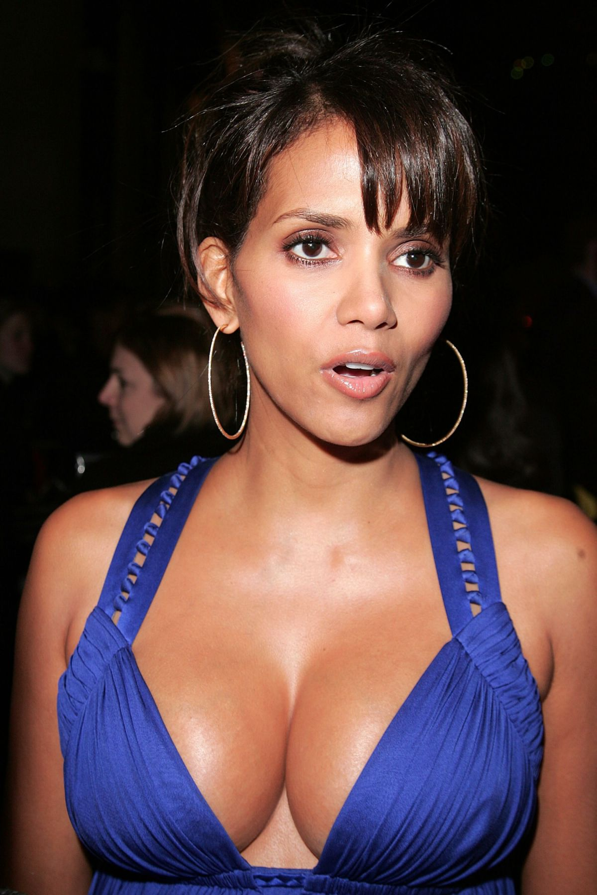 The Hidden Weapon That All Celebs Are Using To Keep Boobs Perky On The Red Carpet