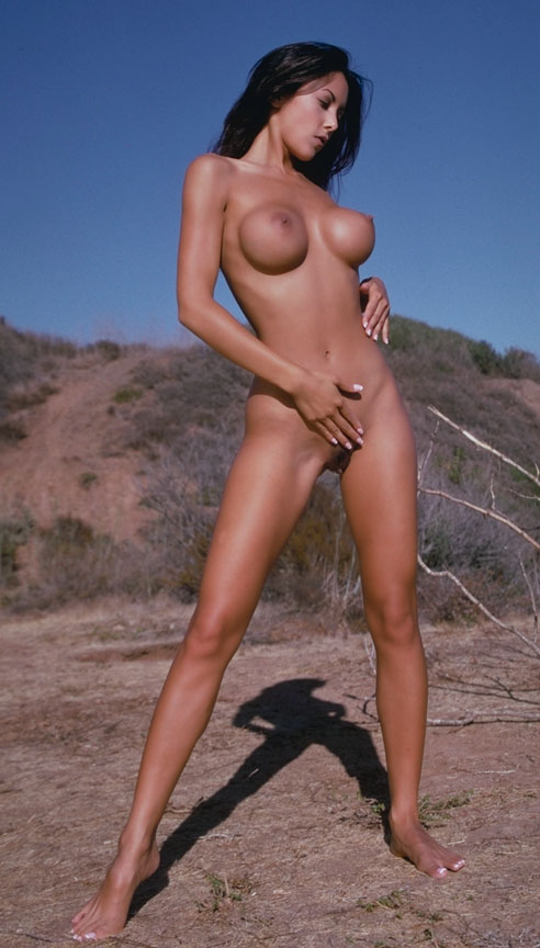 http://pictures.platinum-celebs.com/linda-o-neil-nude-photo.jpg