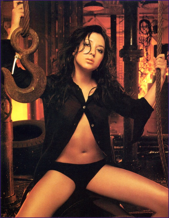 http://pictures.platinum-celebs.com/michelle-branch-nude-photo.jpg
