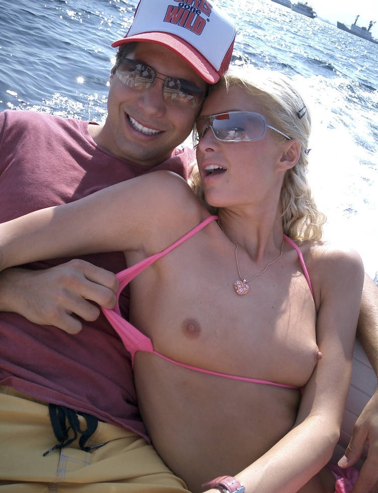 http://pictures.platinum-celebs.com/paris-hilton-nude-photo.jpg