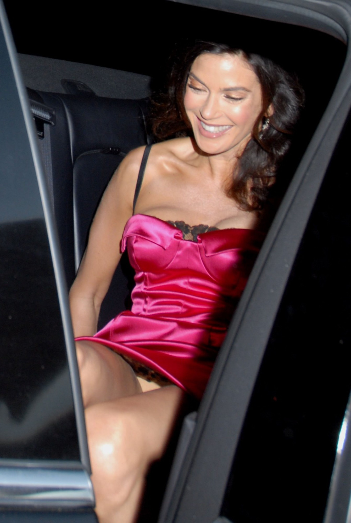 http://pictures.platinum-celebs.com/teri-hatcher-nude-photo.jpg
